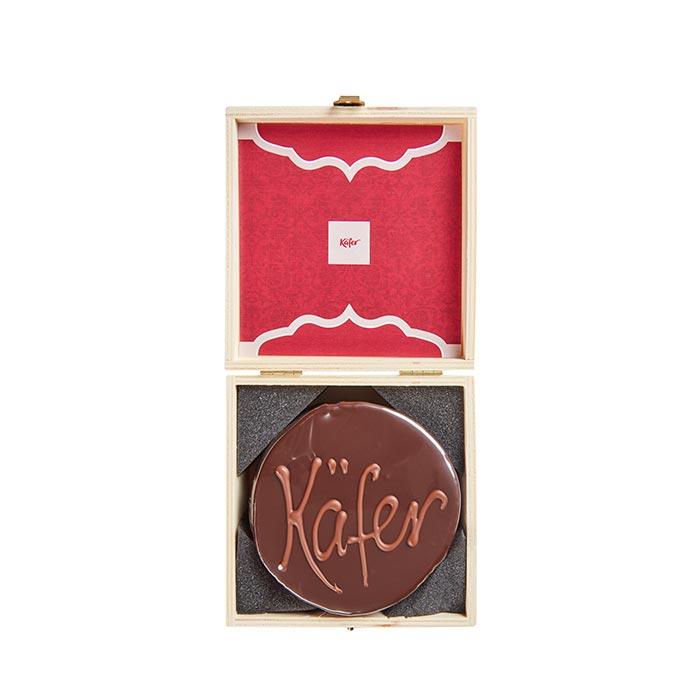 Schokoladentorte in der Holzbox von Feinkost Käfer