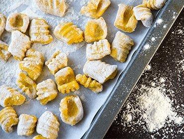 Bobby Bräuer kocht: Gnocchi mit Pesto